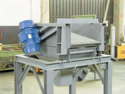 VIBRATORY FEEDER WITH TWEEN ELECTRIC VIBRATOR